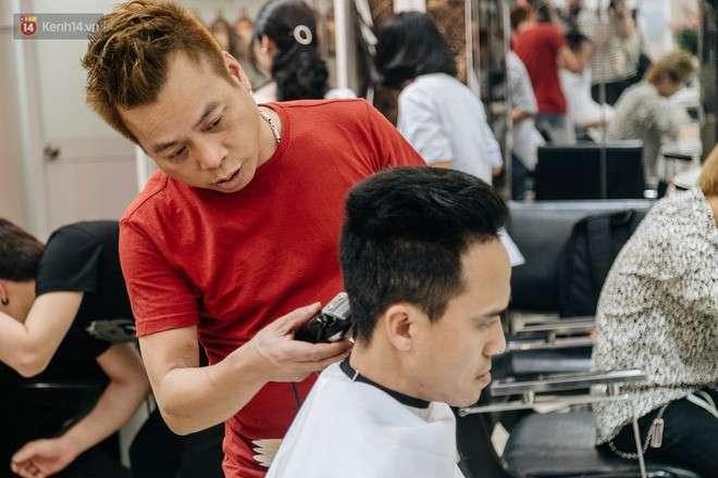 cắt tóc tại tiệm
