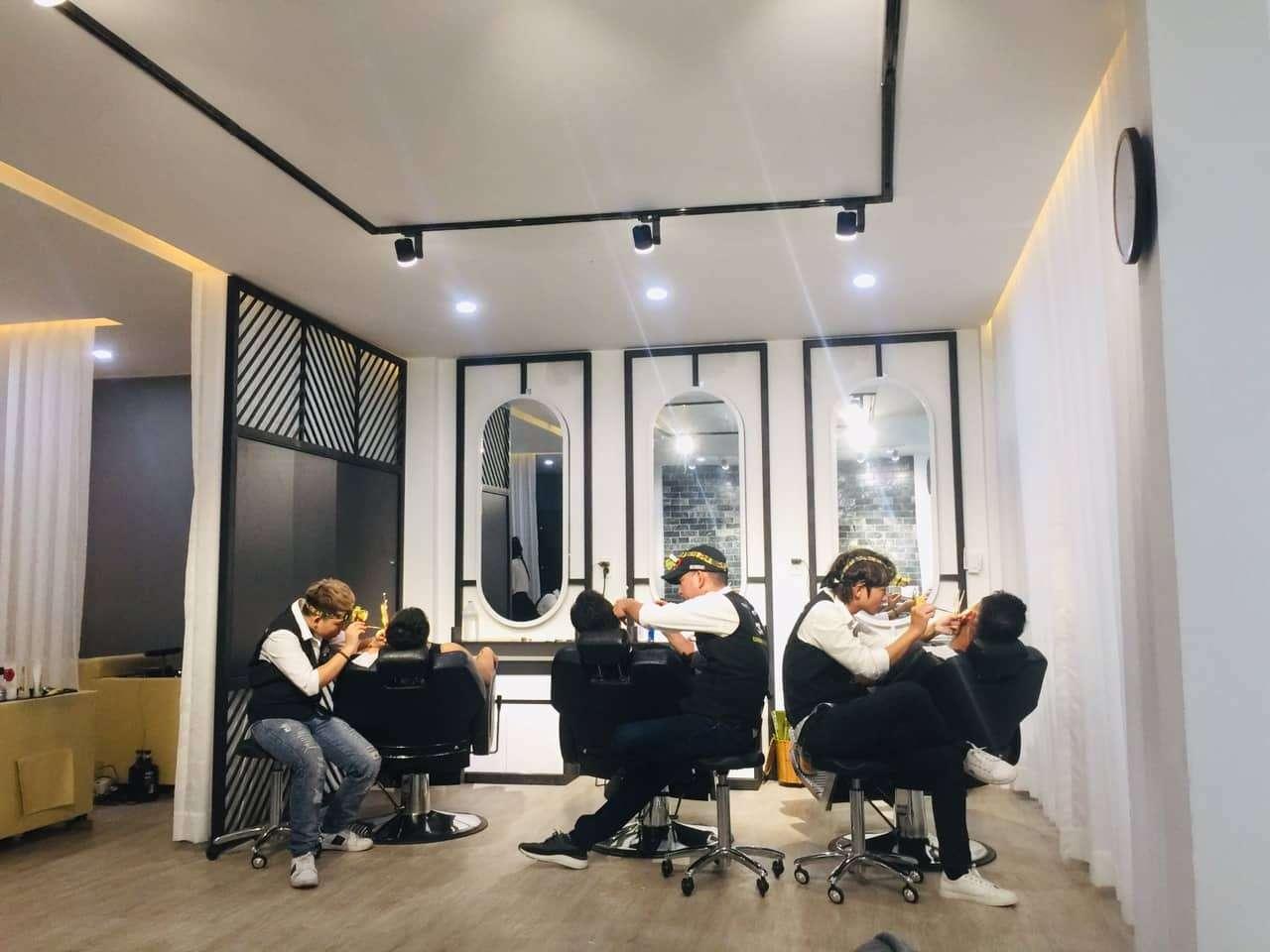 3 Man Hair Salon
