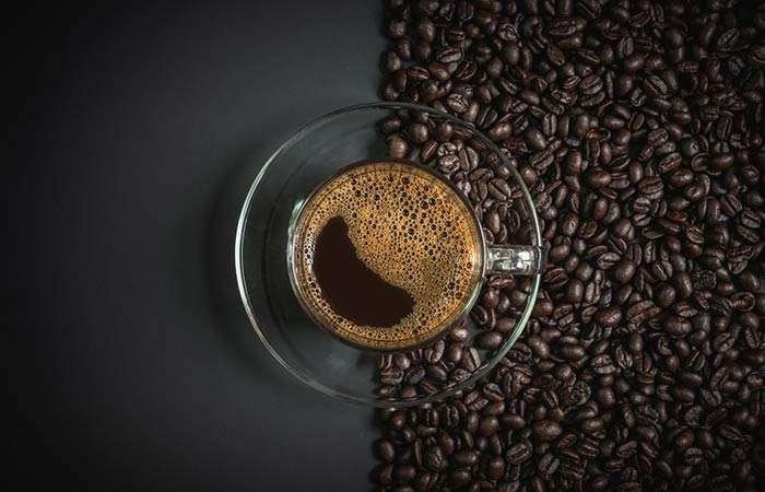 nhuộm phủ bạc bằng cà phê đen