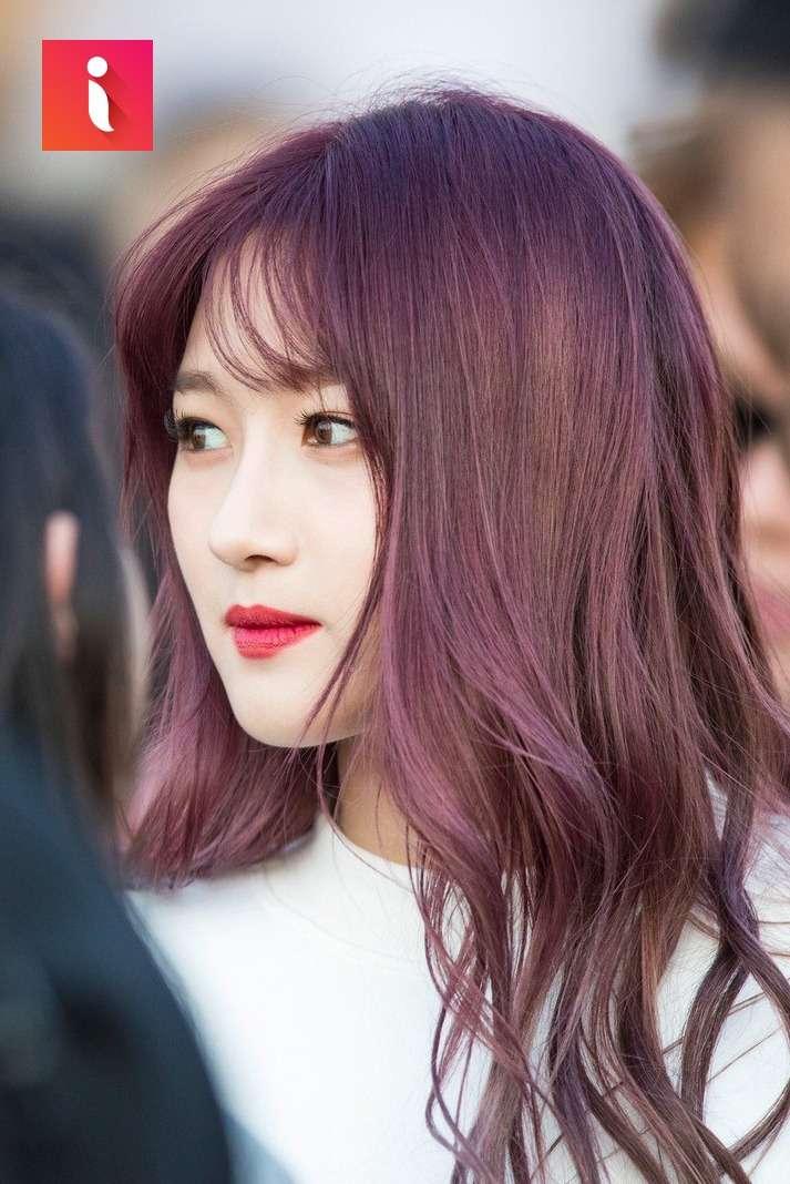 Nhuộm tóc màu nâu đỏ ánh tím sẽ là một lựa chọn đáng để trải nghiệm trong thời gian sắp tới