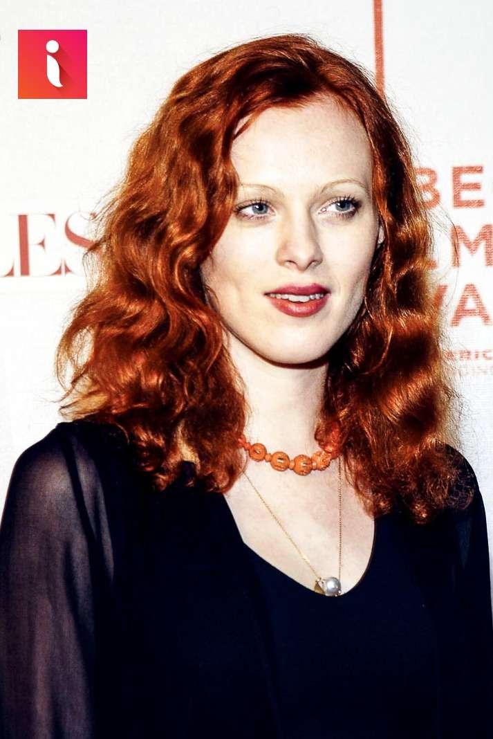 Karen Elson cá tính với tóc xoăn đỏ